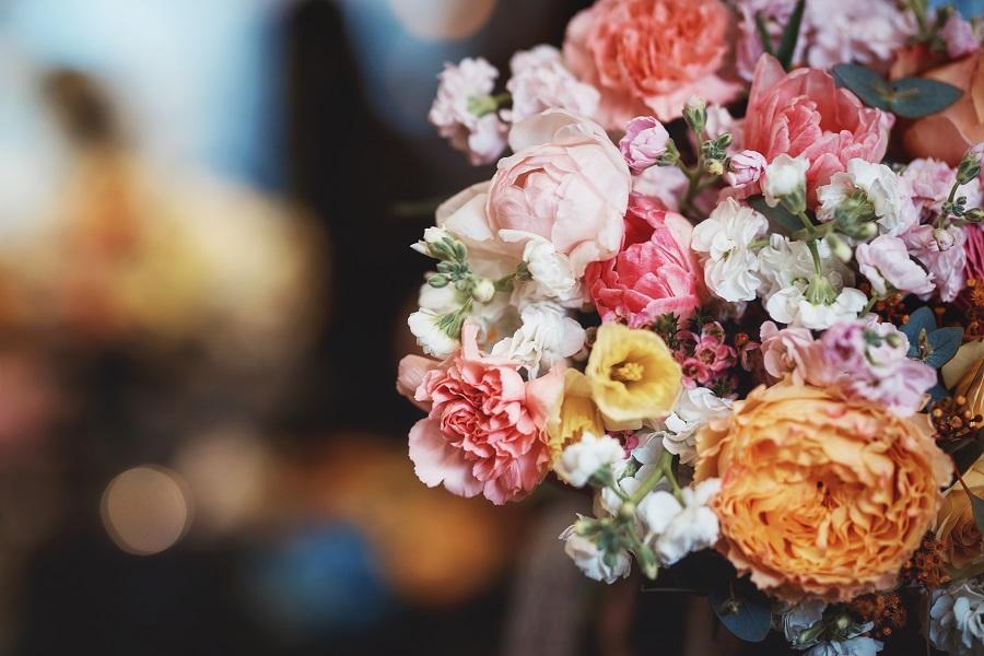 Fiori online: come acquistare fiori comodamente dal divano di casa tua